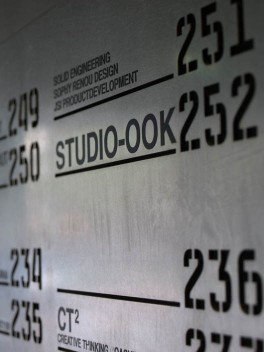 Studio-OOK_ontwerp_bewegwijzering_klokgebouw_strijp-s_1